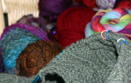 Hand Knitting Stitches – The Types That Are Manipulated
