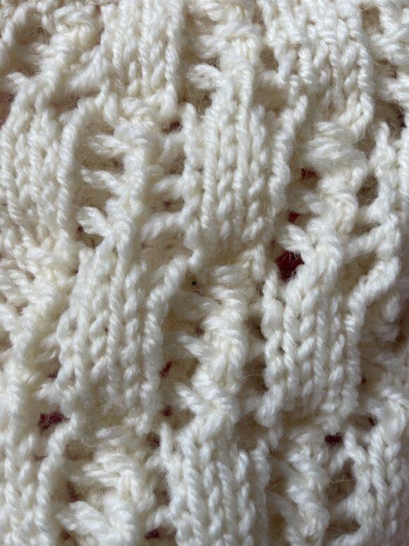alternating lace stitch